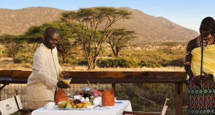 Breakfast is served al fresco at Wilderness Lodges Larsens Camp. © Wilderness Lodges