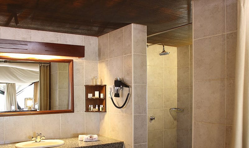 Wilderness Lodges Larsens Camp's tents have fully equipped bathrooms. © Wilderness Lodges