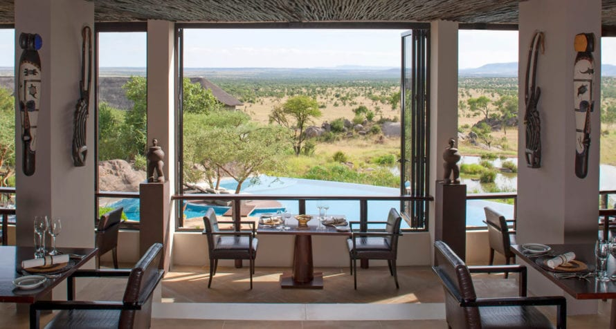 Dine with a view at Four Seasons Safari Lodge. © Four Seasons