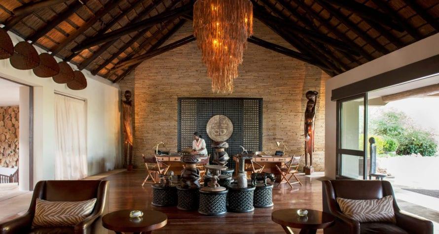 Four Seasons Safari Lodge has African-inspired decor. © Four Seasons